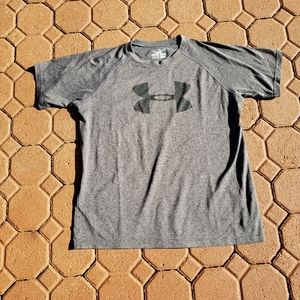 Under Armour Boys XL heatgear loose fit shirt